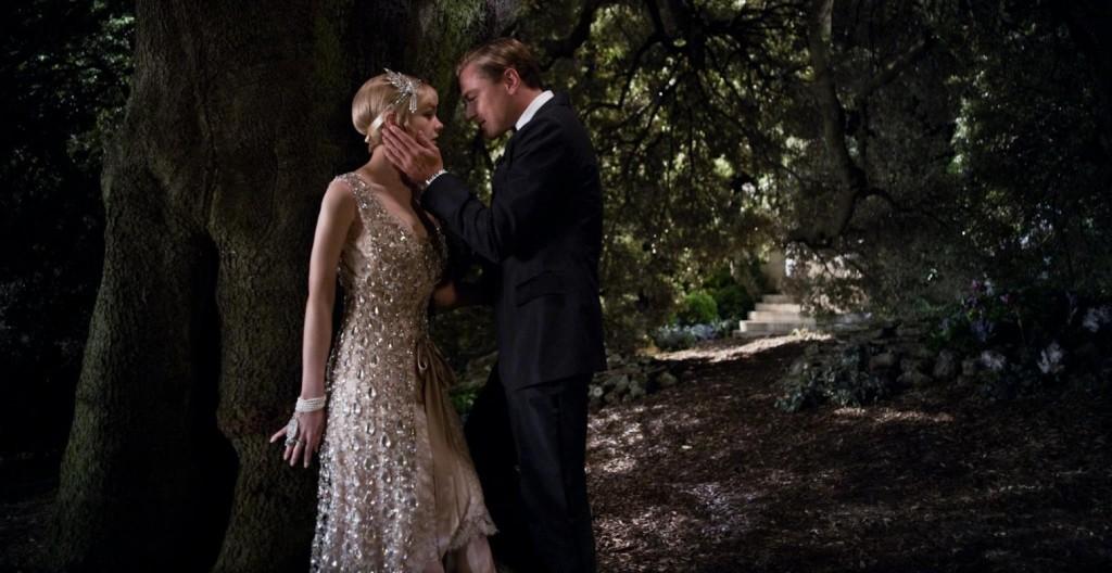 Scena del film il Grande Gatsby con dettaglio abito vintage indossato dalla Dama