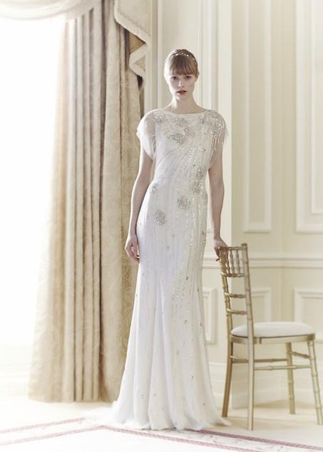 Classico abito firmato Jenny-Packham-Bridal della collezione 2014 arricchito da decorazioni preziosi e dettagli in pizzo