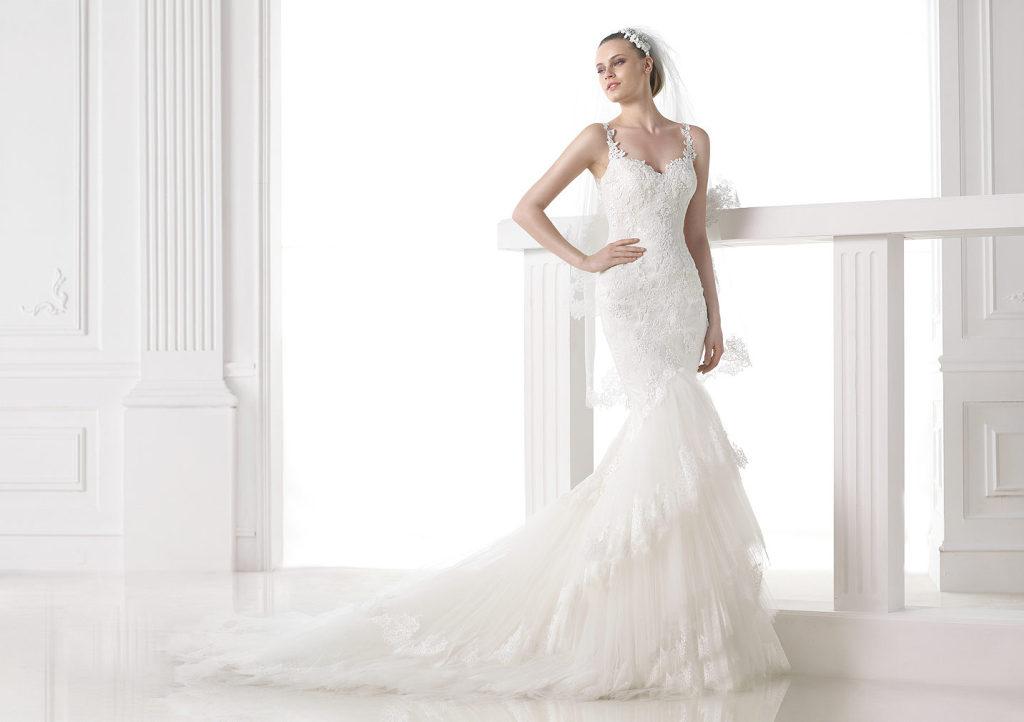 3ee071bae105 Corpetto con scollo a  Abito da sposa in stile sirena in tulle