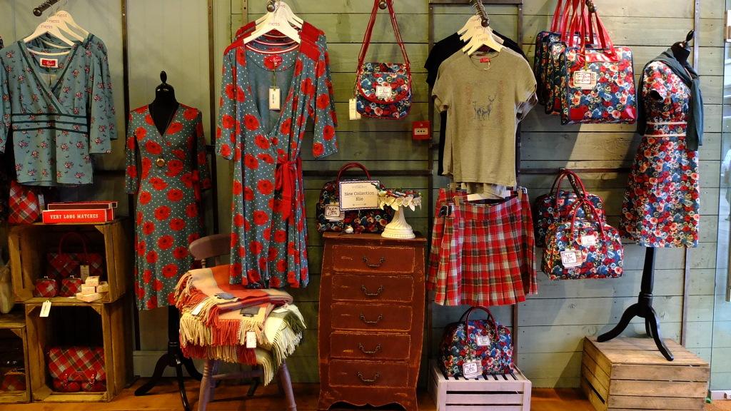 Ness: lo store propone un genere d'abbigliamento che riprende lo stile e i colori della Scozia