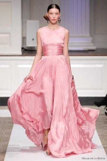 Fascia e balza per l'abito da sposa di Oscar de la Renta dal colore rosa accesso
