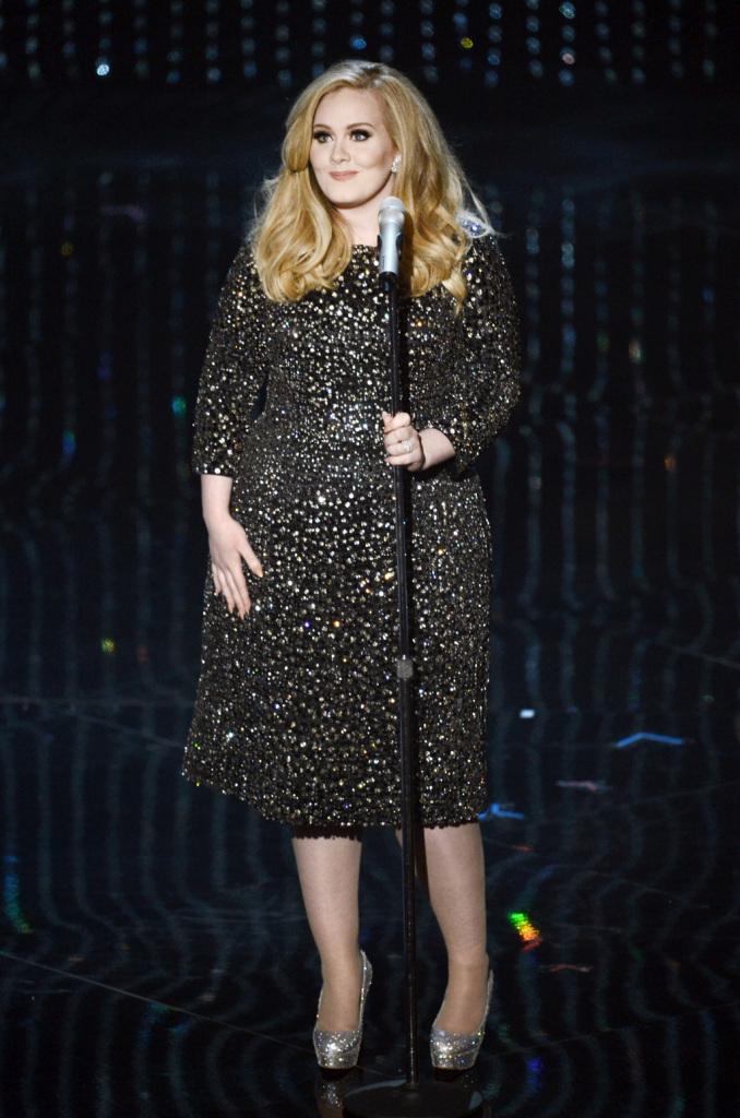 Una donna che sa come stare sul palco: Adele in Louboutin