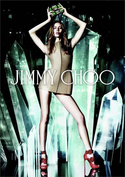 L'immagine ufficiale di lancio della collezione Vices di Jimmy Choo, con Onda Hardin