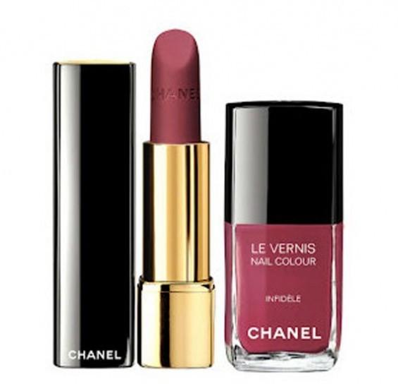 Rossetto e smalto in perfetto abbinamento per un look da diva_Chanel