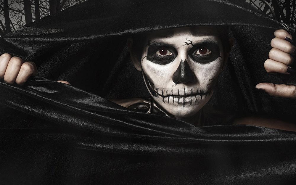 Ami Tim Burton e i suoi capolavori? Per la notte di Halloween scegli un costume da scheletro fai da te!