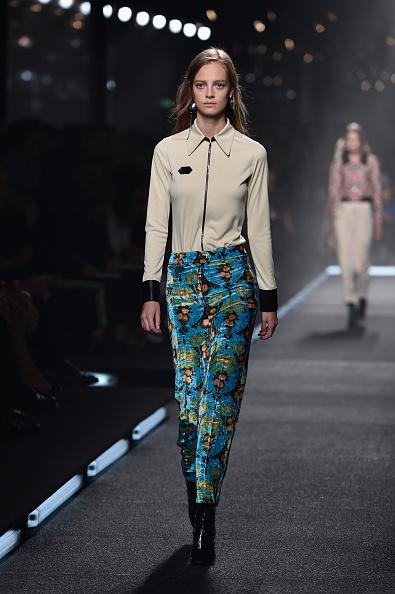 Pantaloni di velluto a stampa con camicia a manica lunga e polsini a contrasto