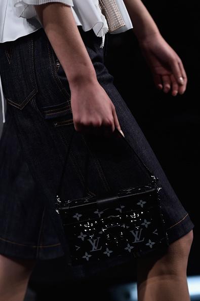 Una delle borse della sfilata: pochette a bauletto