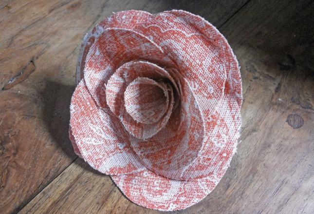 rosa di stoffa per abiti