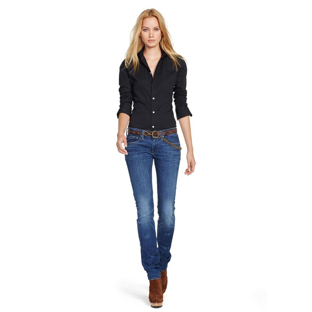 Un outfit semplicissimo ma so stylish: la dimostrazione che una camicia non è mai scontata