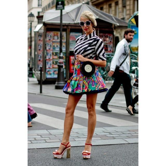 Abbinare gli stampati: un altro superpotere delle fashionistas. #streetstyle PFW september 2014 - photo credits @showbitcom on instagram