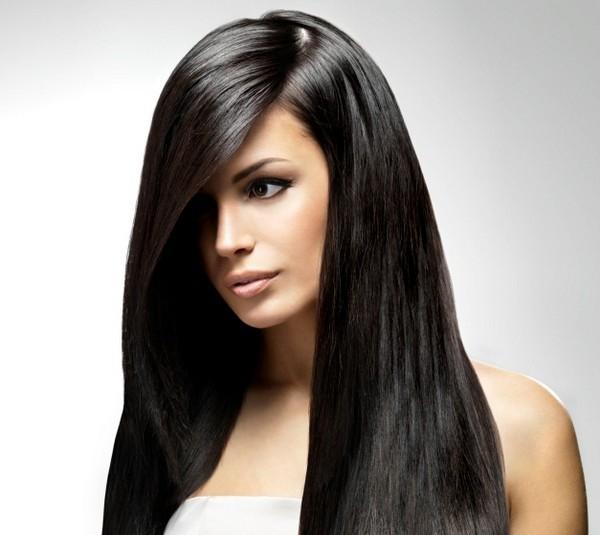 Taglio geometrico con riga molto laterale per dare volume ai capelli