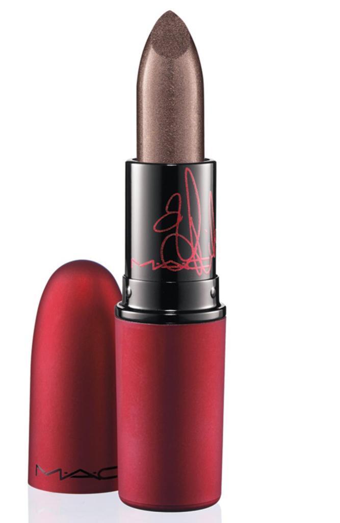 Mac Cosmetics Viva Glam Rihanna Lipstick è un rossetto intenso, dal finish frost