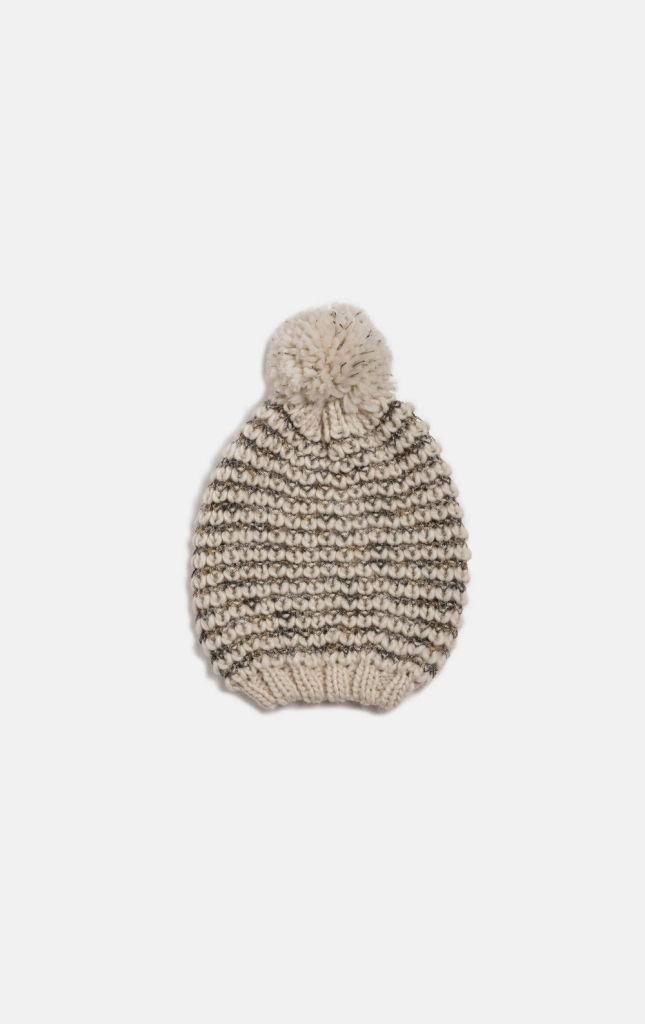 Berretto in maglia tricot con pon pon in alto. Bordo rifinito a coste. Oviesse 9,99 €