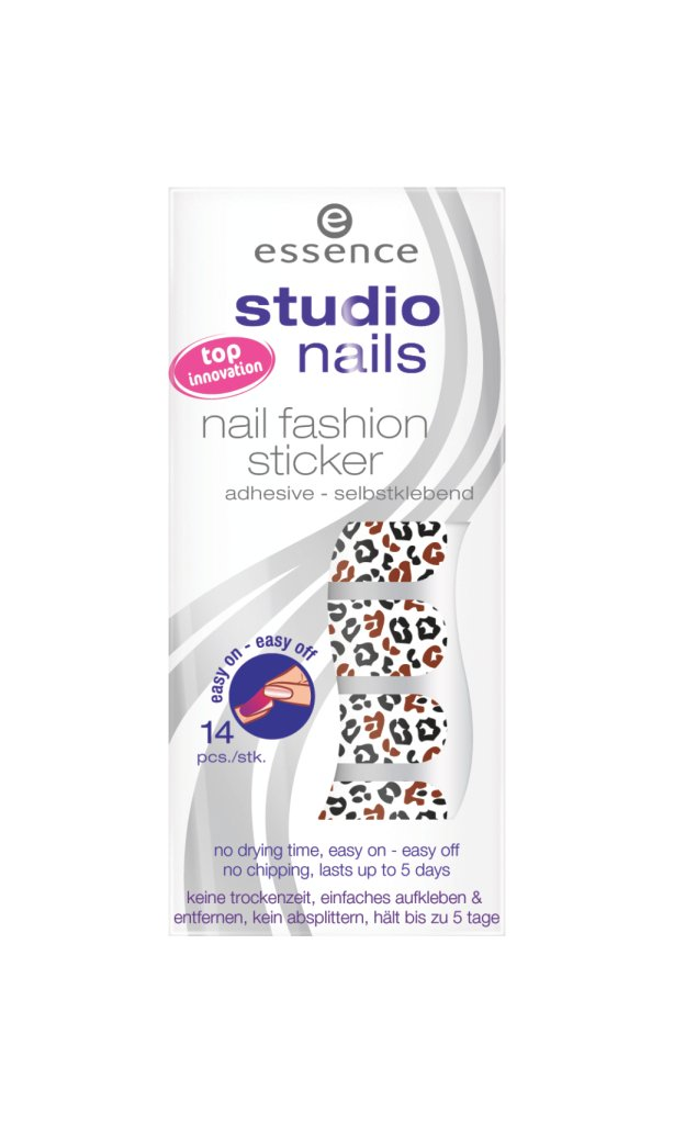 Essence_Nail fashion stickers_tra gli smalti adesivi è il più economico. Nonostante sia impossibile trovarli negli store si possono acquistare online