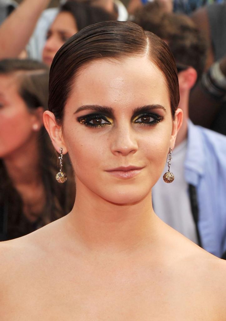 Lo smokey eyes di Emma Watson con tocchi gold ha fatto scuola e si può copiare con...