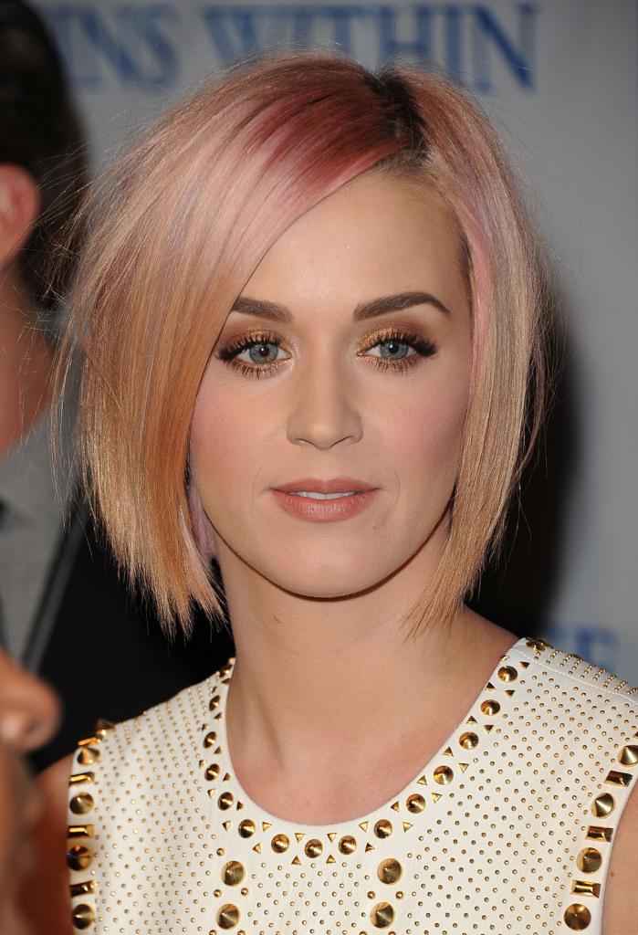Il trucco con bagliori dorati di Katy Perry è molto sensuale...