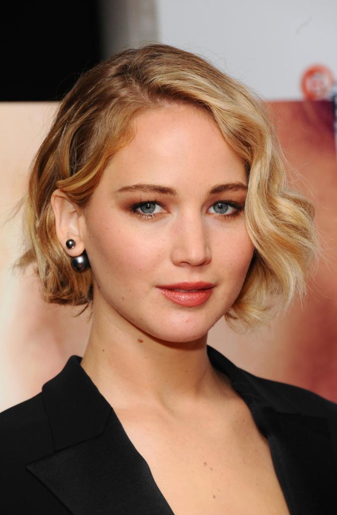 Oro sfumato per Jennifer Lawrence, il cui make up si può realizzare con...