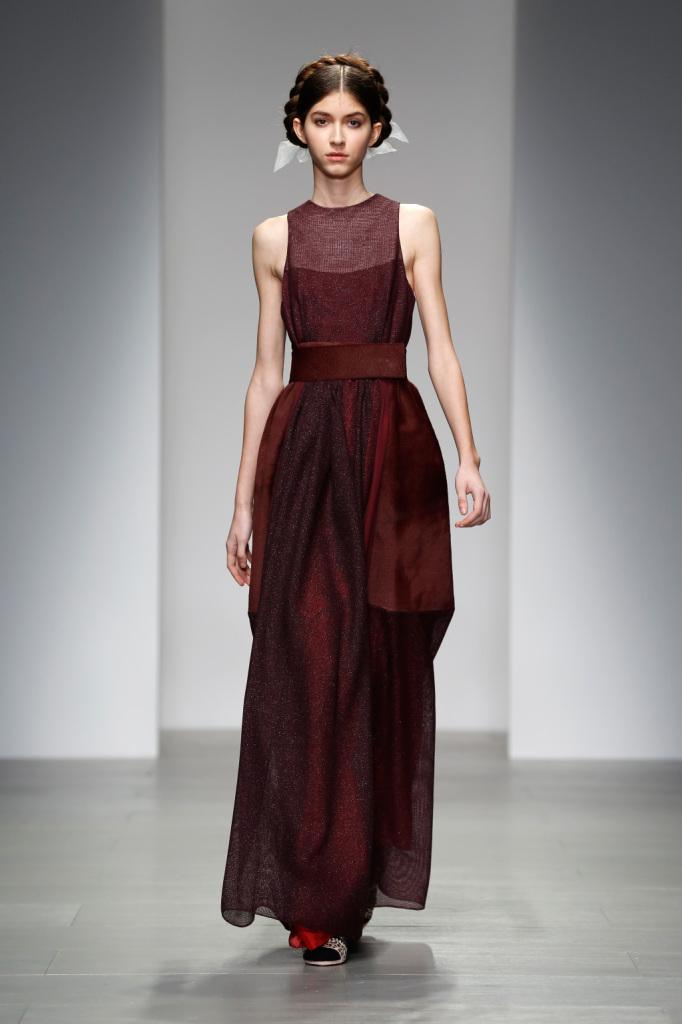 London Fashion week 2014, il colore bordeaux domina le passerelle autunno inverno 2014 2015