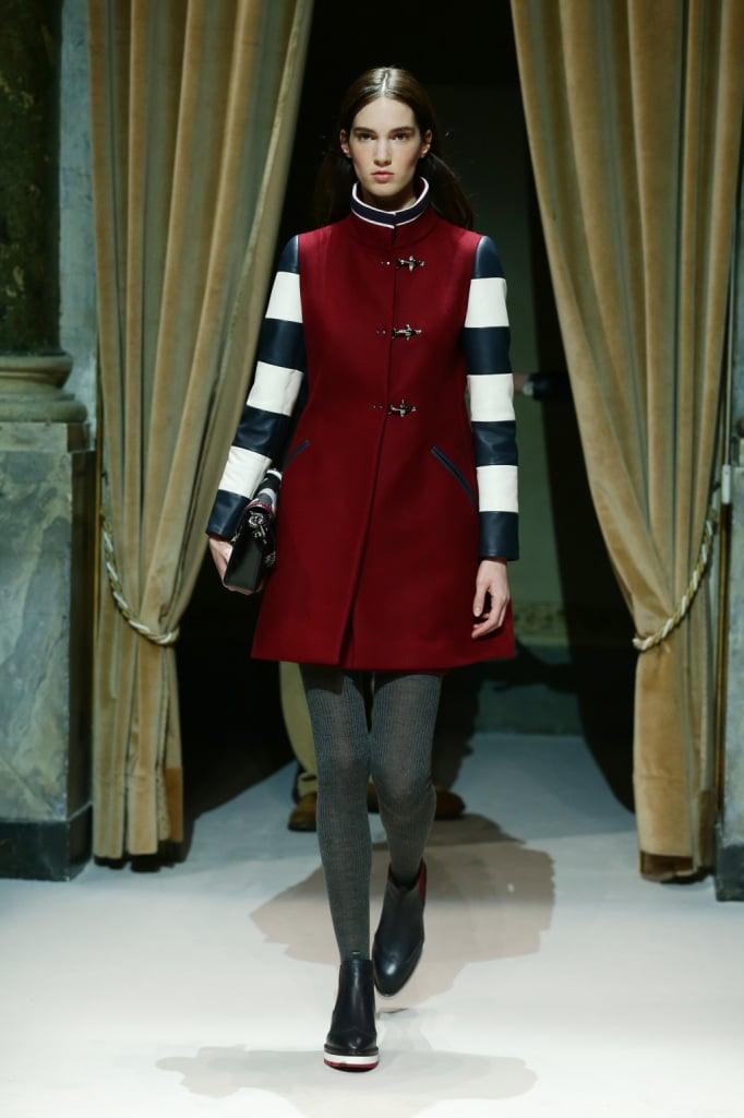 Fay cappottino bordeaux con maniche a bande orizzontali bianche e nere