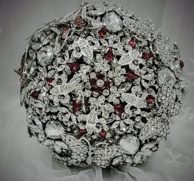 Per nozze scintillanti, il bouquet gioiello! Qui una versione di NatalieKlestov