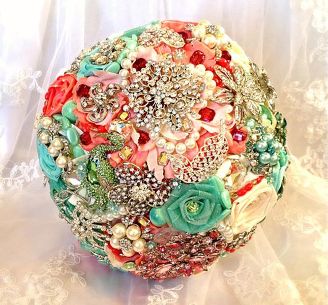 Per un matrimonio primaverile  è perfetto il bouquet di NatalieKlestov, via Etsy.