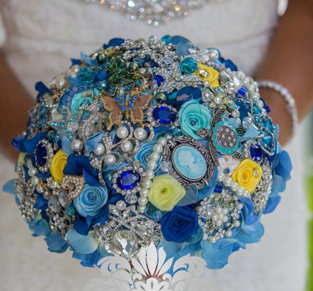 Qualcosa di blu? Eccola! la creazione preziosa di NatalieKlestov via Etsy