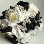 Bianco e nero per il bouquet di Florio Design, via Esty.