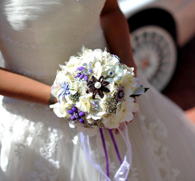 Risplende quanto la sposa il bouquet gioiello! Di Rusticcreek, via Etsy