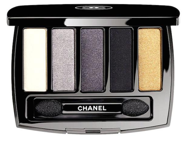 Una gamma di grigi e due punti luce (oro e bianco) per Chanel. Prezzo 56 ,00 euro circa