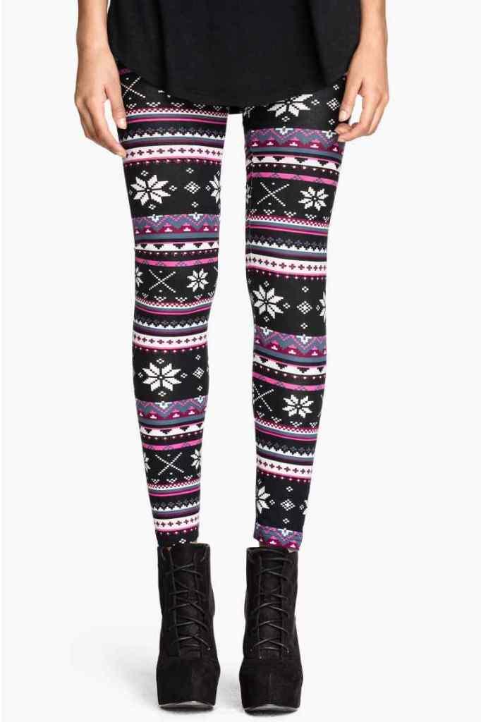Immancabili per essere trendy in questa stagione sono i leggings fantasia dalla stampa a tema natalizio, H&M 12,99euro