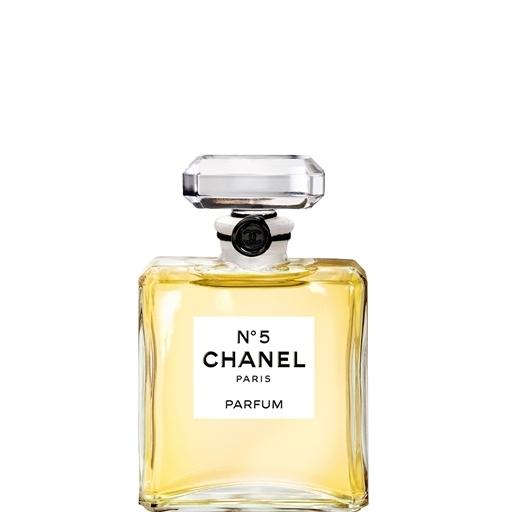 Dal bouquet fiorito aldeidato, Chanel N°5 è un grande classico della femminilità