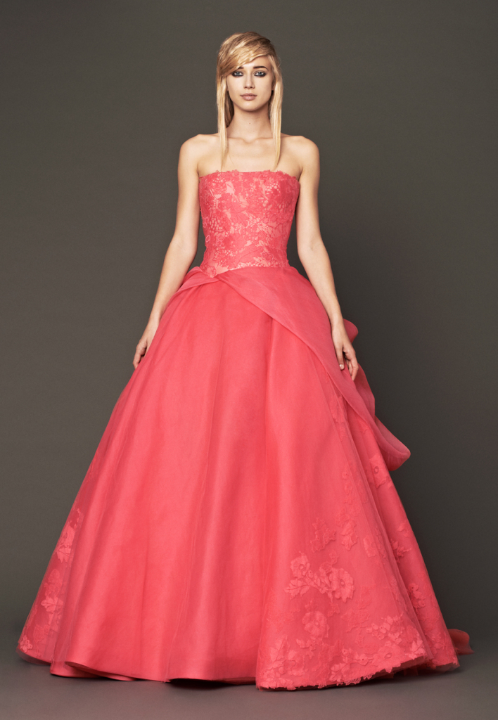 Un rosso più delicato quello dei nuovi modella di Vera Wang