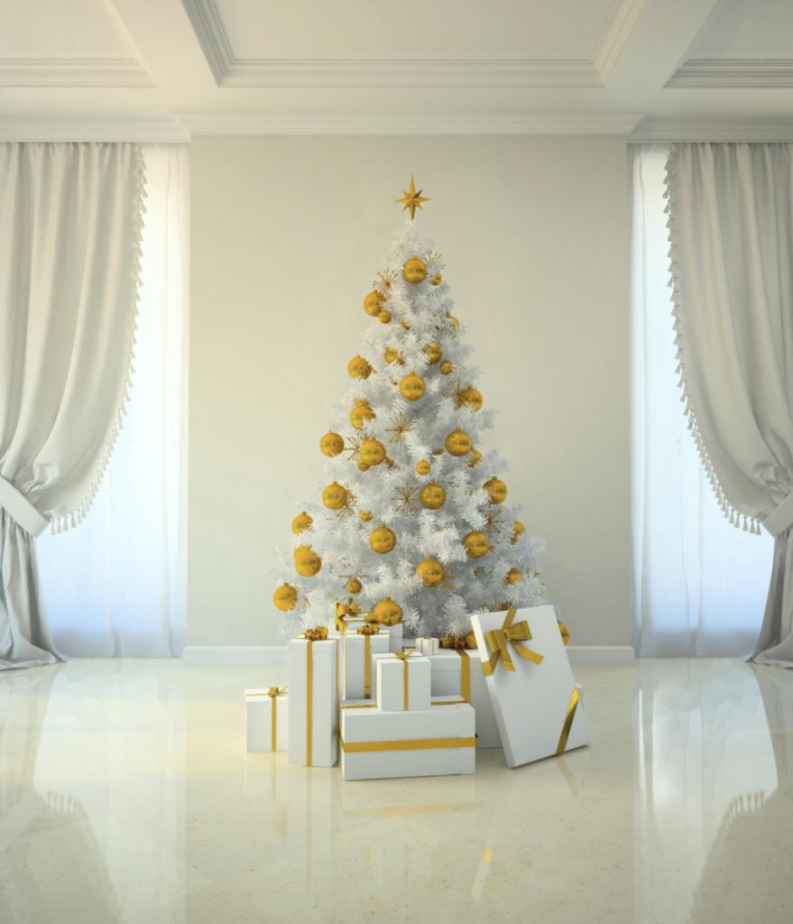 Foto albero di natale con decorazioni bianche
