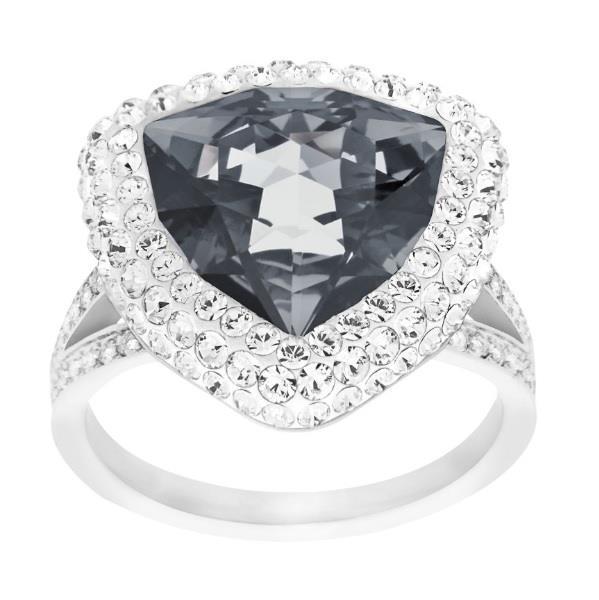 L'affascinante anello palladiato saprà animare qualunque occasione di festa. Il cristallo scuro centrale a triangolo è esaltato dall'esclusiva tecnica Pointiage® Swarovski, per una brillantezza sorprendente.