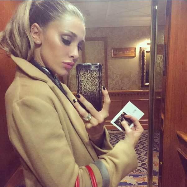Selfie in ascensore per Belen - Instagram (belenrodriguezreal)