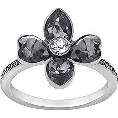 L'anello ruteniato abbina le nuance scure del cristallo a un profilo classico, per uno stile rock. La disposizione dei cristalli crea un effetto floreale di grande suggestione. Per un look attuale e amplificato, indossatelo insieme ad altri anelli.