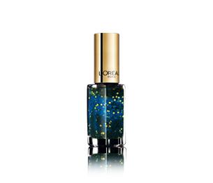 Bagliori in blu per lo smalto n° 847 della Midnight Sapphire della Color Riche Million Carats Collection di L'Oréal