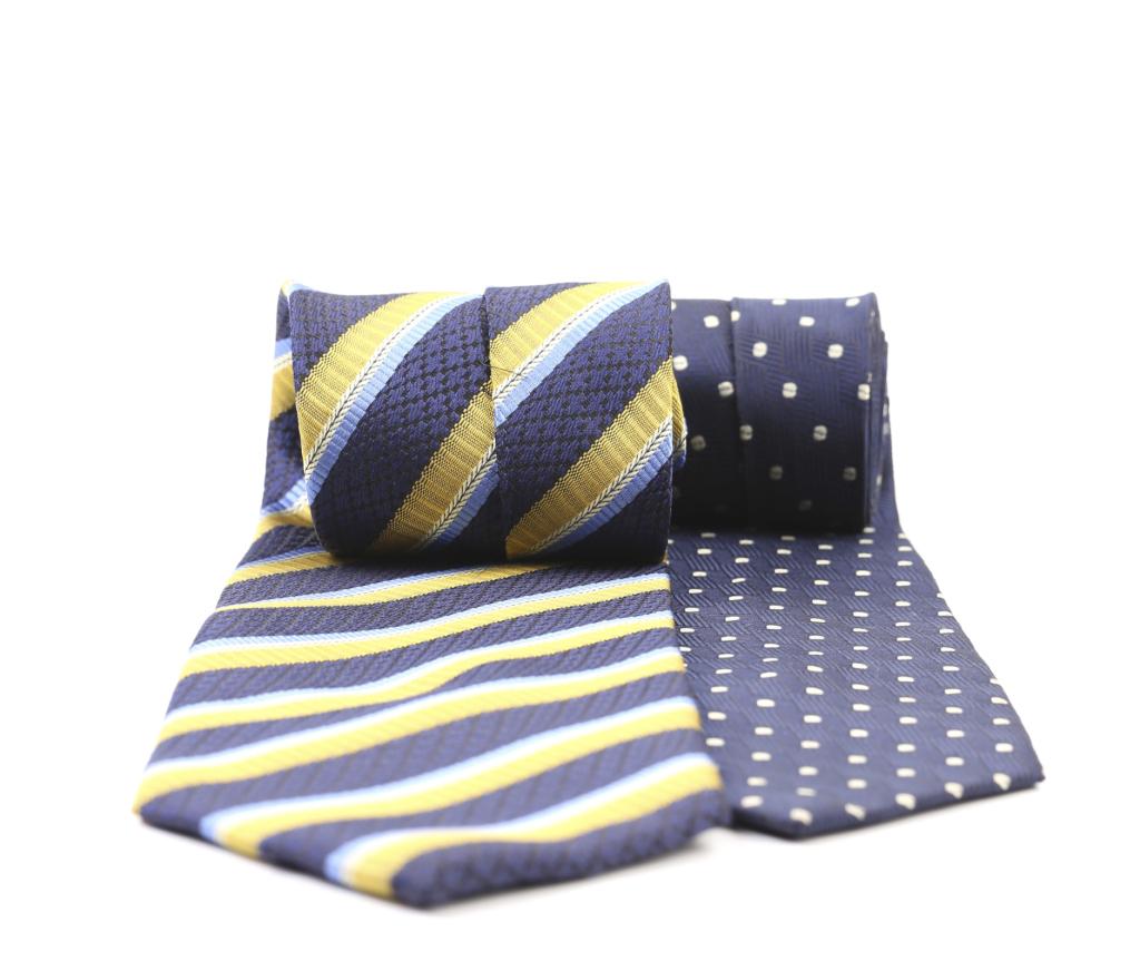Una cravatta per il genero che le indossa per andare in ufficio