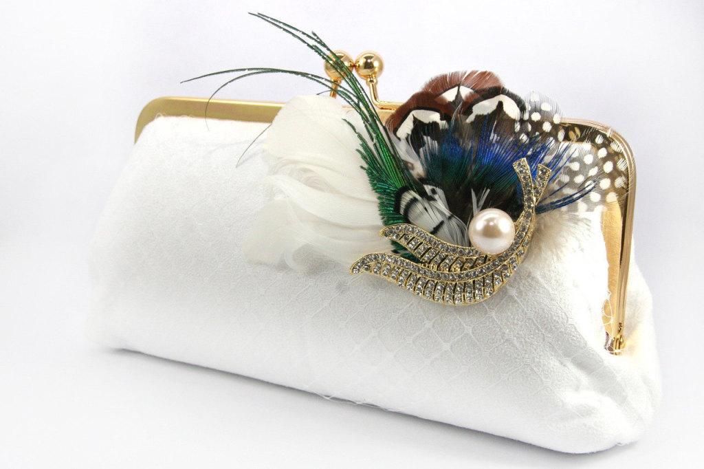elegante pochette bianca con piume e perline