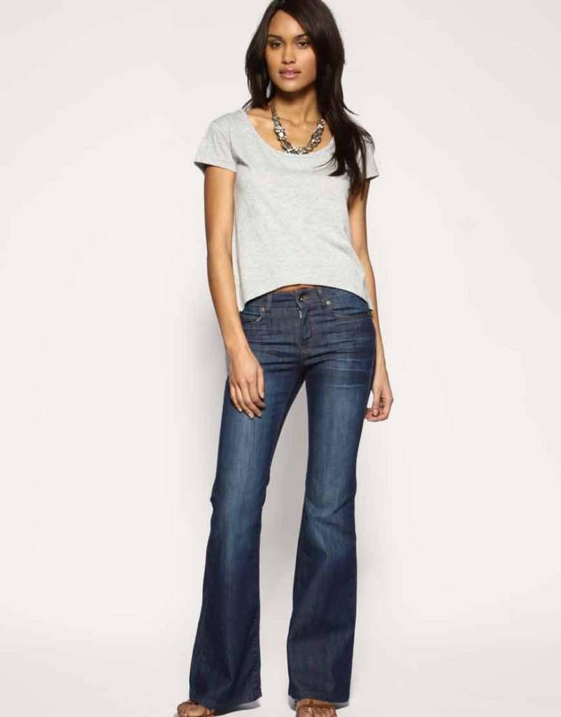 Anche su Asos sono in vendita i jeans a zampa
