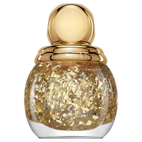 Diorific Golden Shock Top Coat abbellisce la manicure con delicate e luminose foglie d'oro. Con una sola passata puoi valorizzare le nuance da collezione di Diorific Vernis oppure ottenere un effetto gioiello sulle unghie nude.