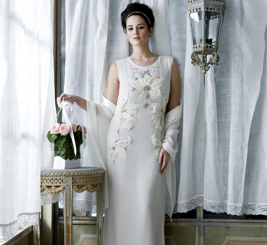 splendido abito sposa con ricamo fiore scivolato di Marina Rinaldi