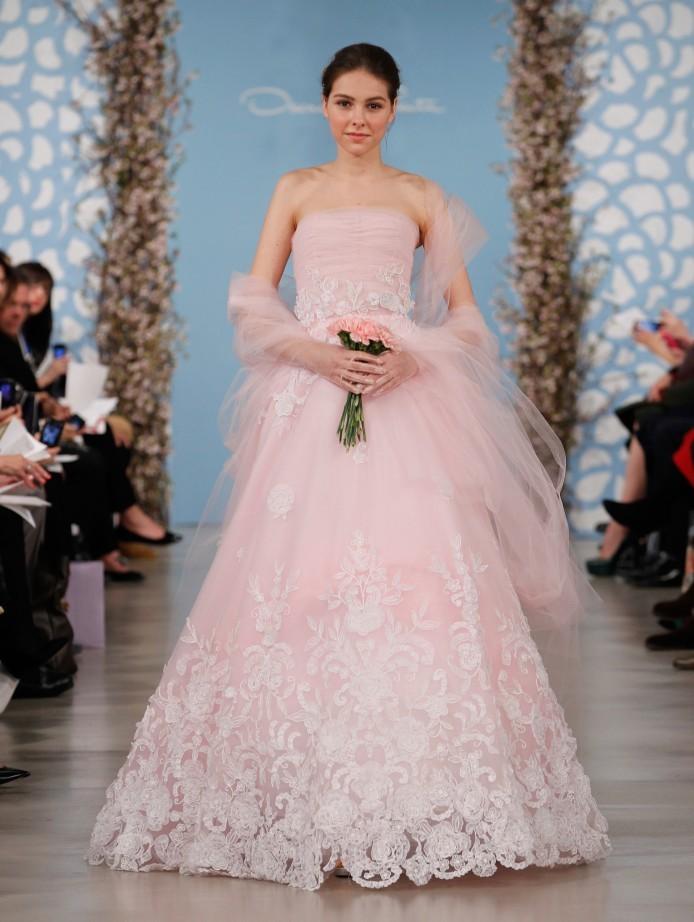 Sposa romantica in rosa Oscar De La Renta