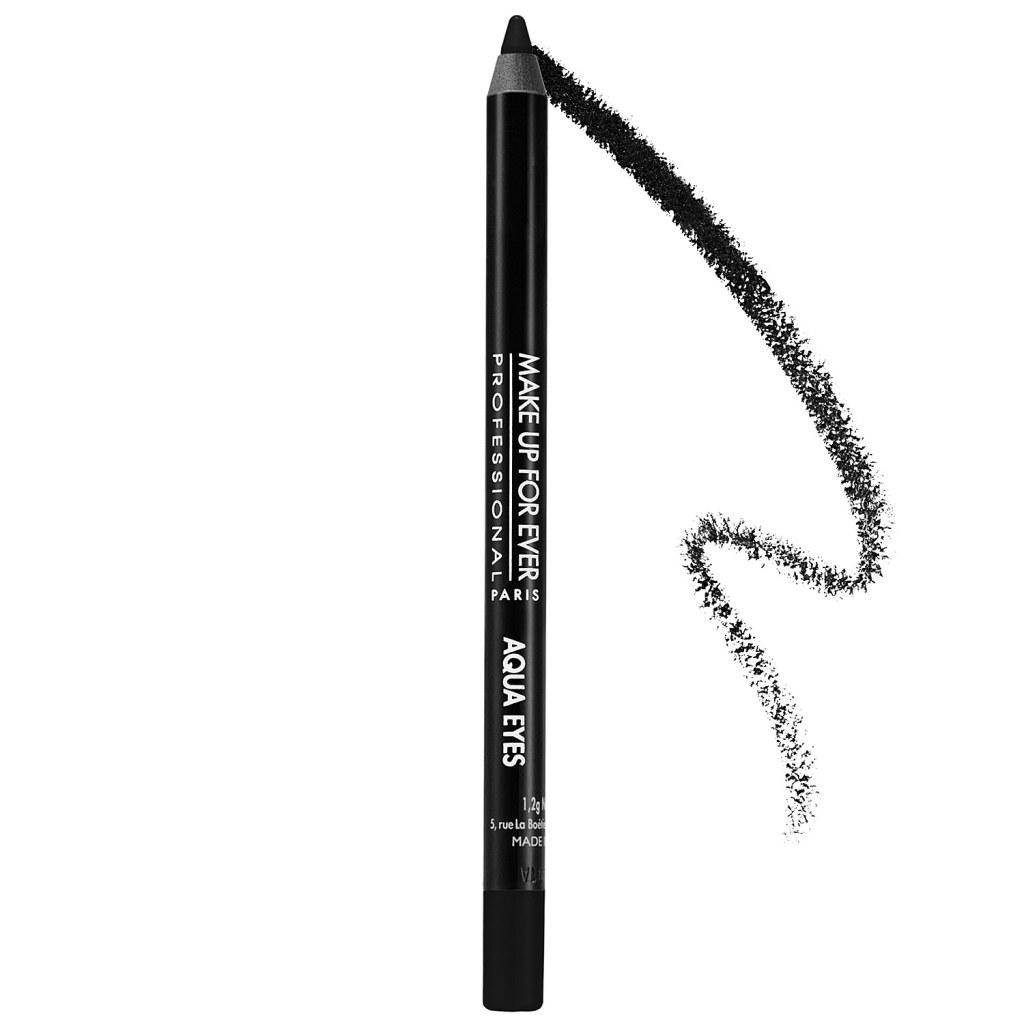 ... utilizzando una matita intensamente pigmentata come Aqua Eyes di Make Up For Ever...