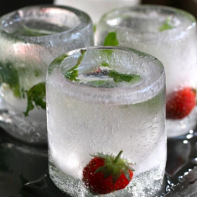 Bicchierini di  ghiaccio Cool Shooter - Stampi in silicone - su Troppotogo a 8.95 Euro