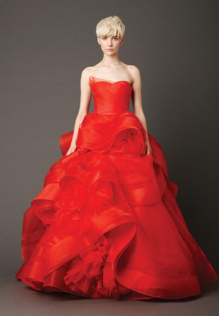 Vuoi un abito rosso e originale? Prova la collezione Vera Wang