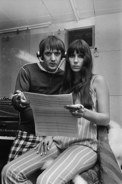 Sonny e Cher durante una sessione di registrazione a favore del Braille Institute nell'agosto del '66.