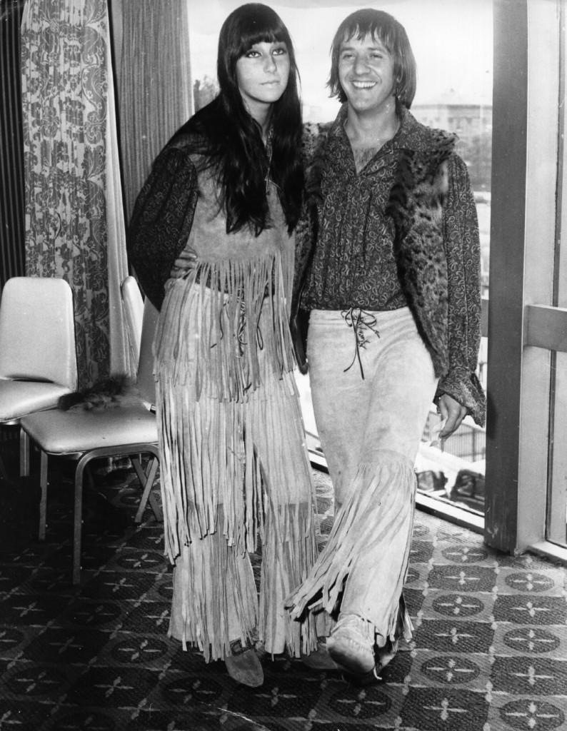 Sonny e Cher promuovono i propri singoli.