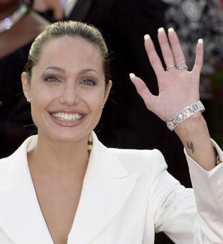 Angelina Jolie e il tatuaggio sul polso in onore del fratello