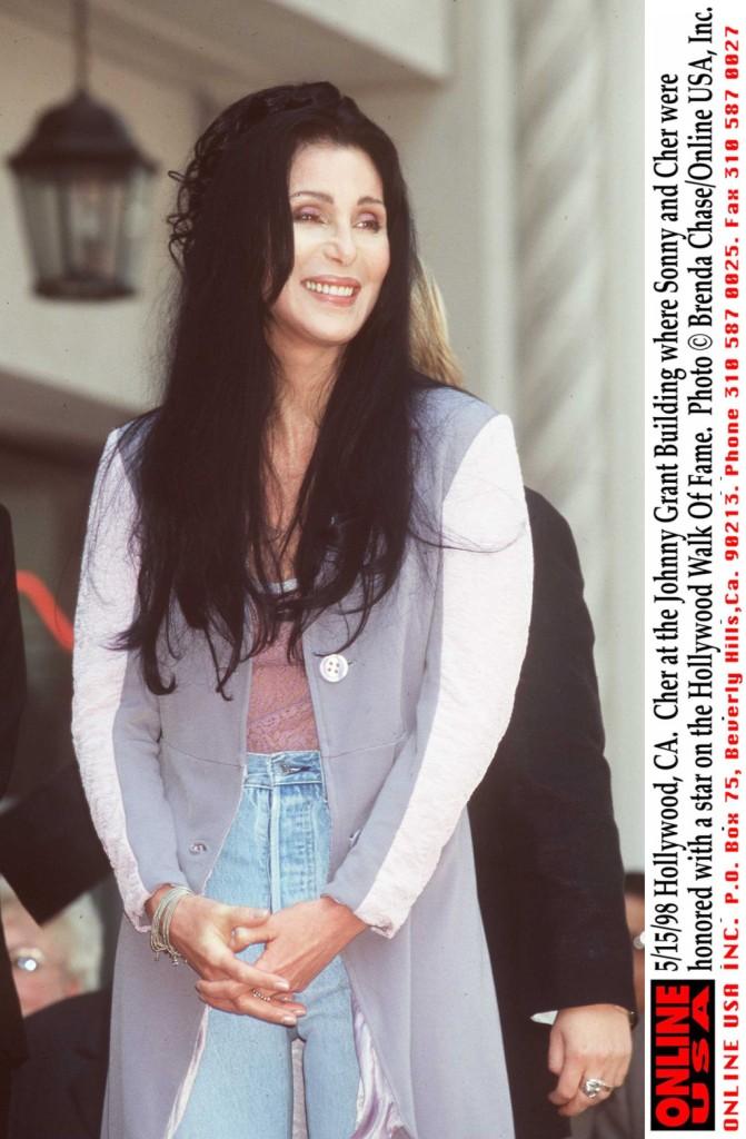 Cher & Sonny ottengono una Stella nella Hollywood Walk of Fame nel maggio del '98.